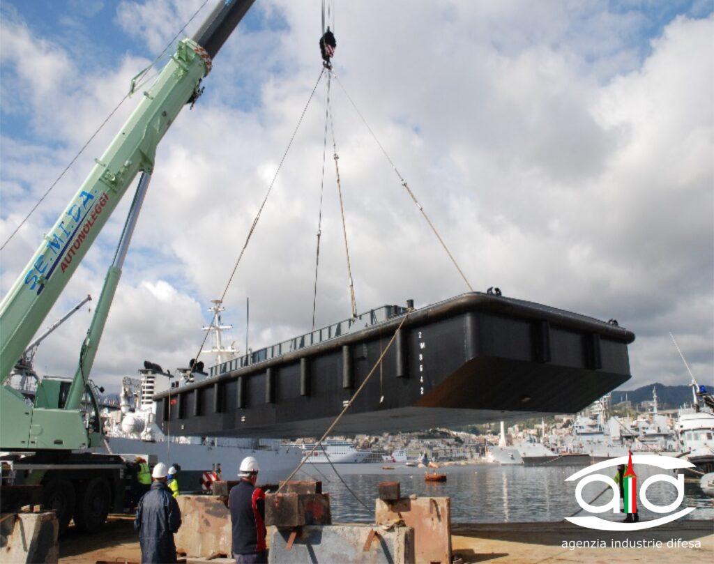 Varo del galleggiante della Marina Militare GL 793 presso l'Arsenale Militare di MESSINA - 1