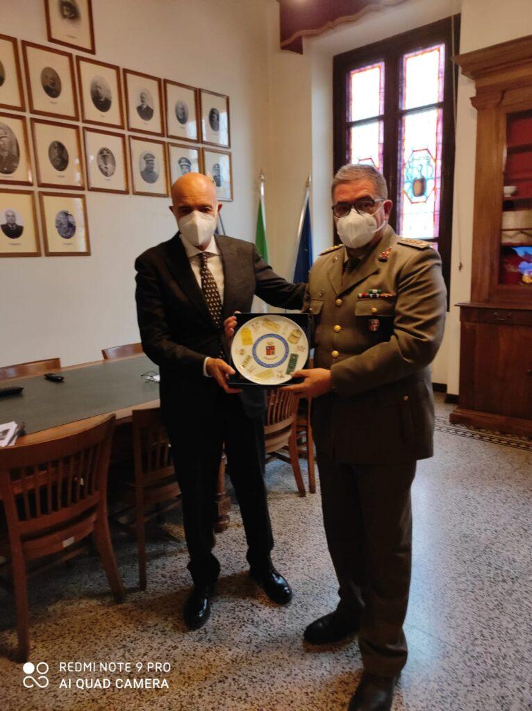 Il neo Direttore Generale dell'AID, Sen. NICOLA LATORRE, in visita allo Stabilimento chimico farmaceutico militare (Firenze) - 1