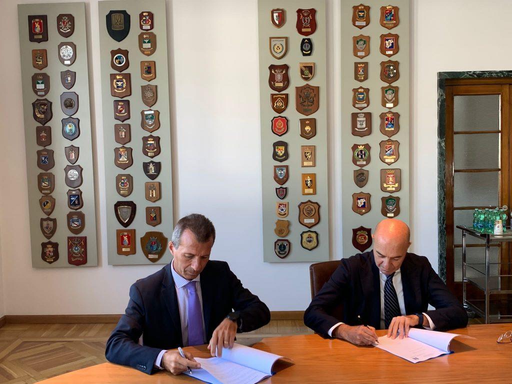 Il Direttore di AID, Nicola Latorre, firma l'Accordo Quadro di Collaborazione con IVECO Defence Vehicles - 3