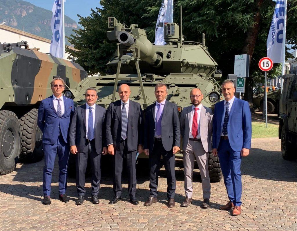 Il Direttore di AID, Nicola Latorre, firma l'Accordo Quadro di Collaborazione con IVECO Defence Vehicles - 1